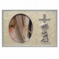 Marco portafotos metálico comunión fotografía 6x9cm. circonitas detalle niño rezando borde tallado
