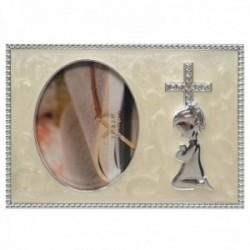 Marco portafotos metálico comunión fotografía 6x9cm. circonitas detalle niña rezando borde tallado