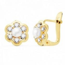 Pendientes oro 18k niña 8mm. detalle flor centro perla 3.5mm. pétalos circonitas cierre catalán