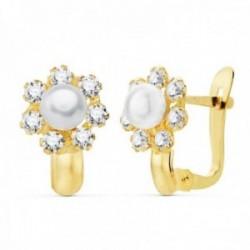 Pendientes oro 18k niña 11mm. detalle flor centro perla 4mm. pétalos circonitas cierre catalán