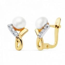 Pendientes oro bicolor 18k niña 11mm. entrelazado circonitas perla 4.5mm. cierre catalán