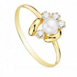 Sortija oro 18k centro flor 11x9mm. detalle perla 5mm. circonitas cuerpo liso