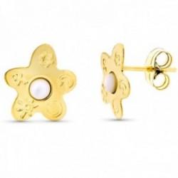 Pendientes oro 18k flor 12mm. centro madreperla detalle dibujos cierre presión