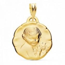 Medalla oro 18k niño flor 19mm. relieve borde irregular acabado matizado