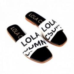 Palas Lola Casademunt sandalias blancas logotipadas en negro