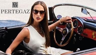 Gafas de sol y joyas de la marca Pertegaz